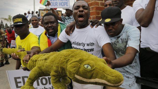 Mnangwana supporters