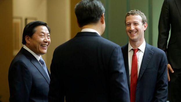 Lu Wei (L) and Mark Zuckerberg (R)