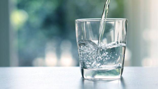 Agua en un vaso