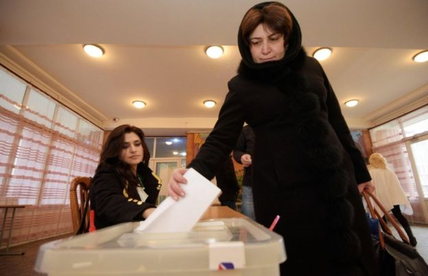 A woman votes during early parliamentary elections in Yerevan on 9 December, 2018