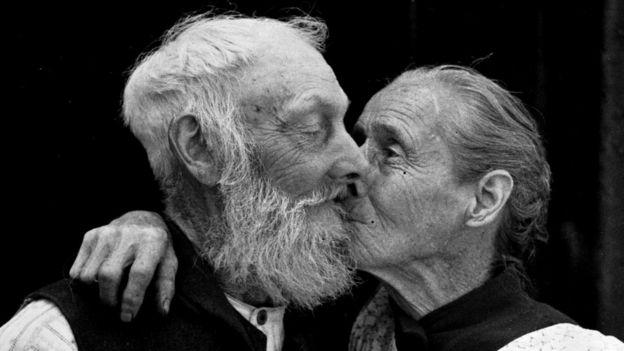 Хотя гетеросексуальные отношения стары как мир, само понятие