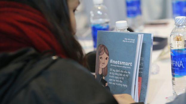 Trong ngày thứ hai của VIF, Tổ chức Cứu trợ Trẻ em và Đại sứ quán Thuỵ Điển cũng ra mắt cuốn sách