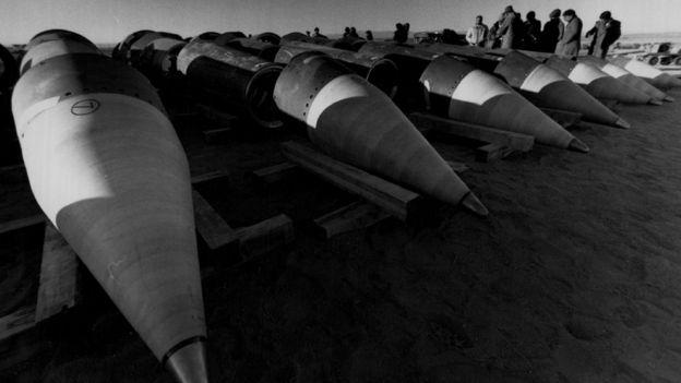 1988 год. На полигоне в США советские инспекторы контролируют процесс уничтожения ракет Pershing
