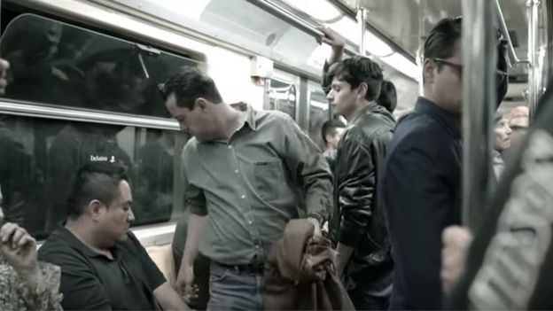 На видео сексуальные приставания женщин к мужчинам в транспорте фото 75-136