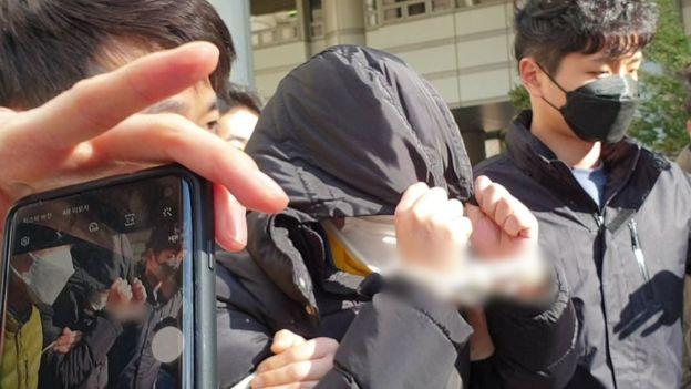 'n번방' 사건의 핵심 피의자로 지목되는 조모씨가 19일 피의자심문에 출석하고 있다