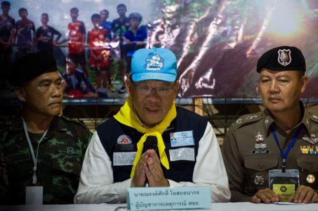 """Tỉnh trưởng Chiang Rai Narongsak Osottanakorn tuyên bố """"nhiệm vụ bất khả thi đã diễn ra thành công"""" hôm 10/7"""