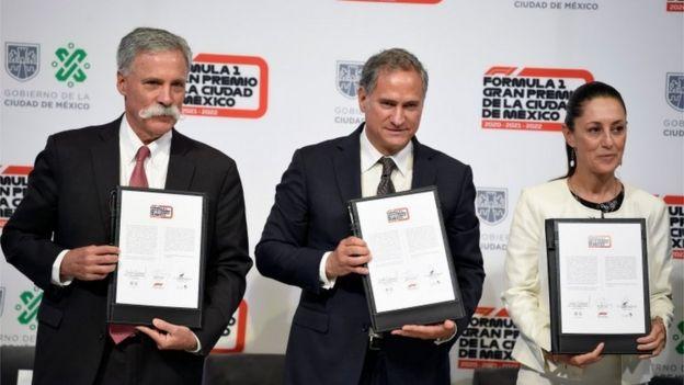 Chase Carey, director de la Fórmula 1, el empresario Alejandro Soberón y la alcaldesa Claudia Sheibaum