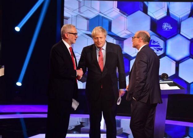 Jeremy Corbyn, Boris Johnson ve BBC'de karşı karşıya geldikleri programın moderatörlüğünü yapan Nick Robinson