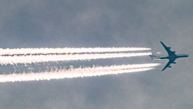 """""""비행기 여행의 부끄러움""""이라는 뜻의 플뤼그스캄(flygskam)이라는 단어까지 나왔다."""