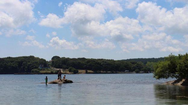 منظر طبيعي لمدينة سينوب يظهر الخضرة والمياه
