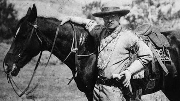 Theodore Roosevelt durante una visita al parque nacional de Badlands en Dakota.