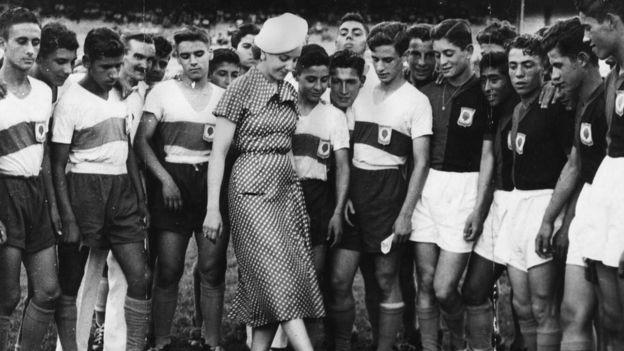 Evita y futbolistas