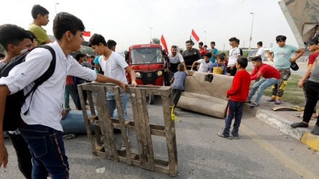 Young protesters block a road in Baghdad, Iraq. Photo: 3 November 2019