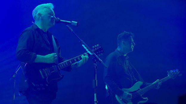 New Order tocando en concierto