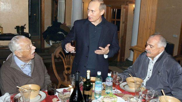 Владимир Путин, Сергей и Никита Михалковы за столом