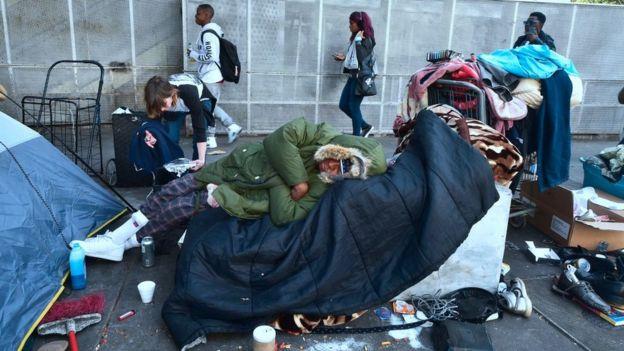 En Skid Row, en Los Ángeles, viven miles de personas sin techo.