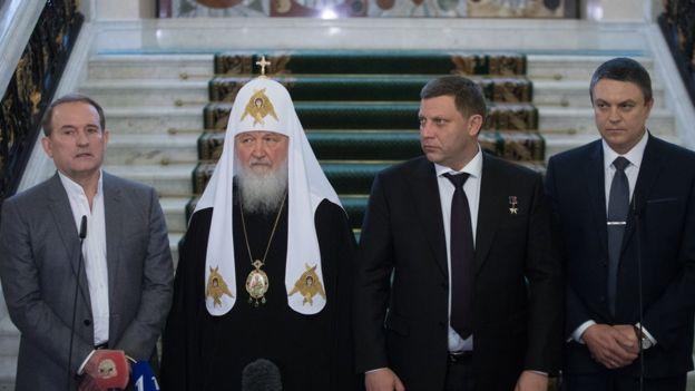 Медведчук (на фото слева) принимал участие во встрече лидеров ДНР и ЛНР с патриархом Кириллом