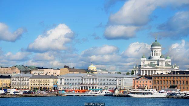 Cảnh quan kiến trúc của Helsinki được chế ngự bởi tòa thánh màu trắng Neo-Classical do Carl Ludwig Engel thiết kế