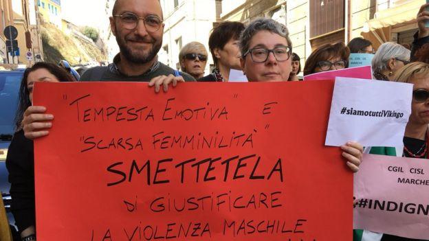 200 kadar kişi, Ancona'daki mahkeme önünde protesto gösterisi düzenledi