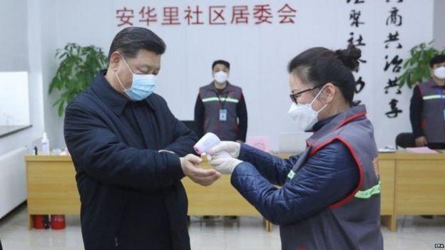 Лідер Китаю уникав камер з початку епідемії, але 10 лютого відвідав лікарню в Пекіні