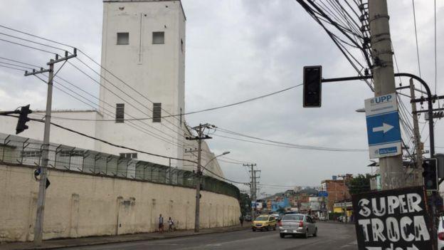 Torre vista da rua
