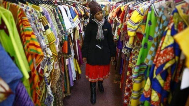 Les habits aux couleurs vives ne sont pas indiqués pour les fonctionnaires ougandais