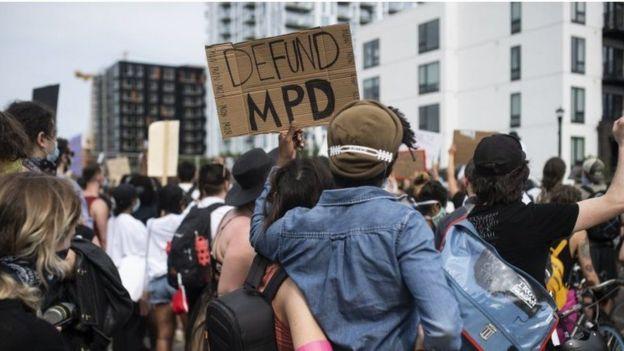 Protesta contra la policía.