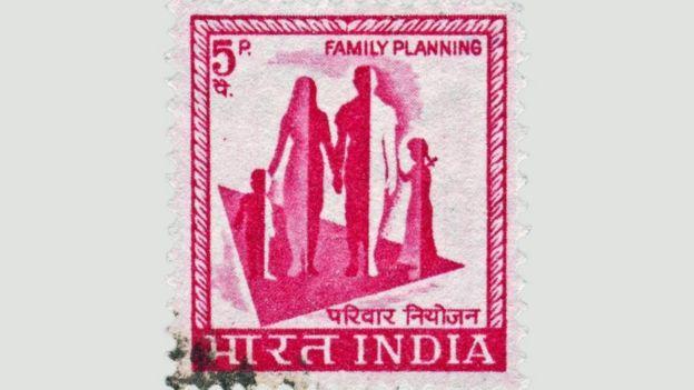 Una estampilla promoviendo la planificación familiar en India.