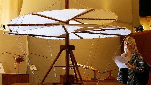 El antecesor del helicóptero diseñado por Leonardo da Vinci.