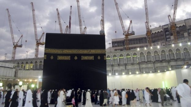 Cranes surrounding the Grand Mosque in Mecca, 11 September 2015