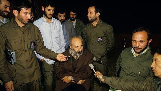 اعترافات تلویزیونی رهبران حزب پخش شد که ضربه بزرگی به روحیه اعضای بیرون از زندان وارد کرد
