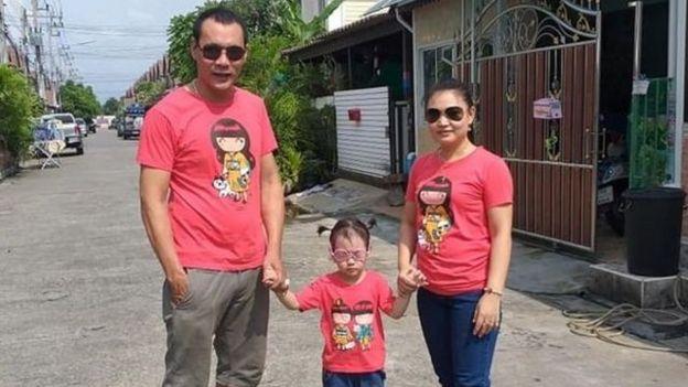 Ông Phạm Cao Lâm và vợ con