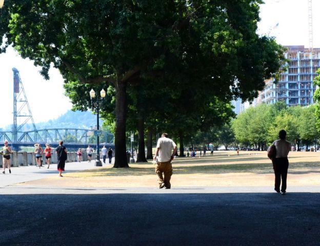 Personas sin casa en un paseo de Portland