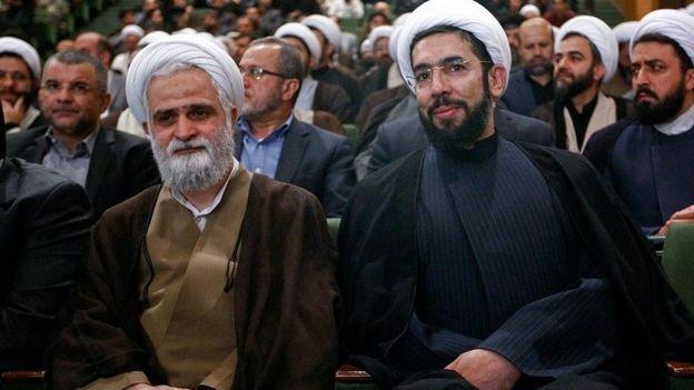 مصطفی رستمی (راست) جایگزین محمد محمدیان (چپ) شد