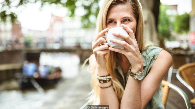 تحقیقات نشان میدهد که زل زدن باعث جلب توجه میشود