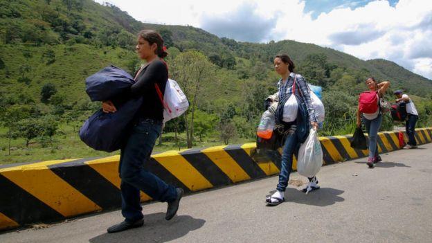 Según la ONU, más de 2,3 millones de venezolanos han emigrado.