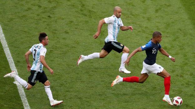 La velocidad de Mbappé fue una pesadilla constante para los jugadores argentinos.