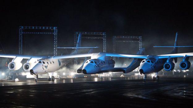 Суборбитальный космический корабль SpaceShipTwo и пусковой самолет White Knight