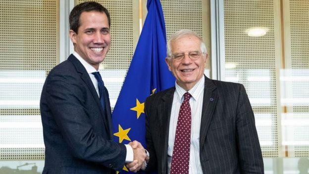 Juan Guaidó y Josep Borrell.