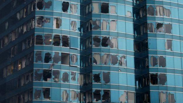 بسیاری از ساختمانها در هنگ کنگ آسیب دیده اند