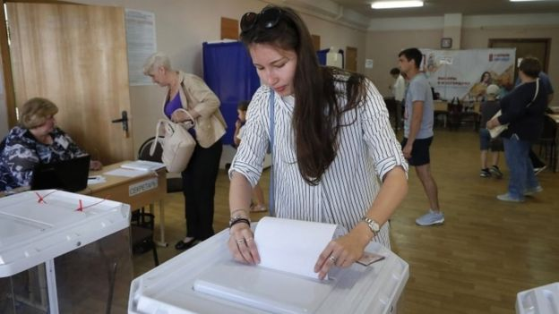 A woman votes at a polling station in Moscow, Russia. Photo: 8 September 2109