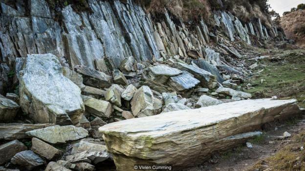 克雷格-罗斯-伊-费林 (Craig Rhos-y-felin) 采石场的发掘工作表明,青石是被开采后运送至巨石阵