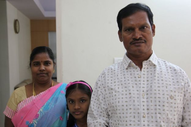 Arunachalam Muruganantham con su esposa Shanthi y su hija.