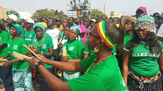 Les fans des Lions de la Téranga, au Sénégal, ont soutenu leur équipe jusqu'à la fin du match.
