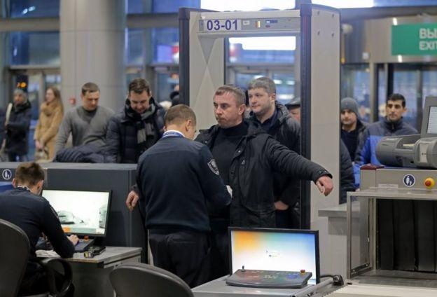 Контроль безопасности в аэропорту Домодедово
