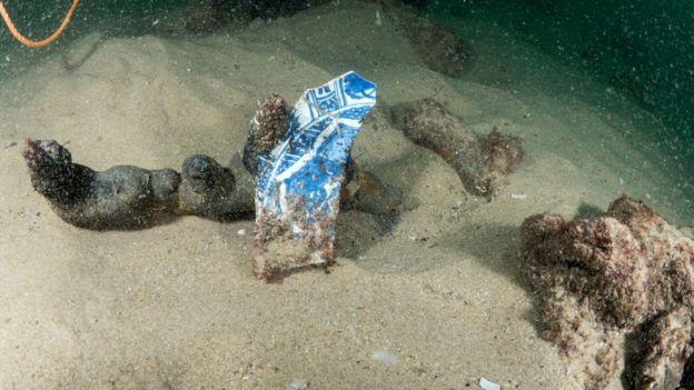 Embarcação encontrada no fundo do mar em Cascais, Portugal, estava carregada com mercadorias como porcelanas