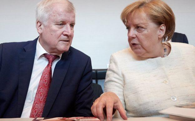 Horst Seehofer con Angela Merkel el pasado 12 de junio.