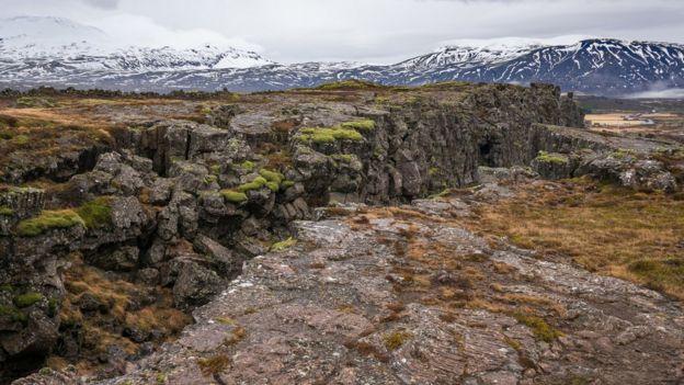 Montanha com um raca na Islândia