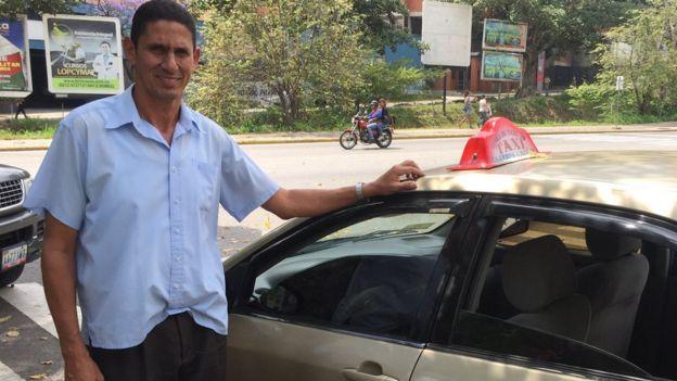 Ricardo y su taxi