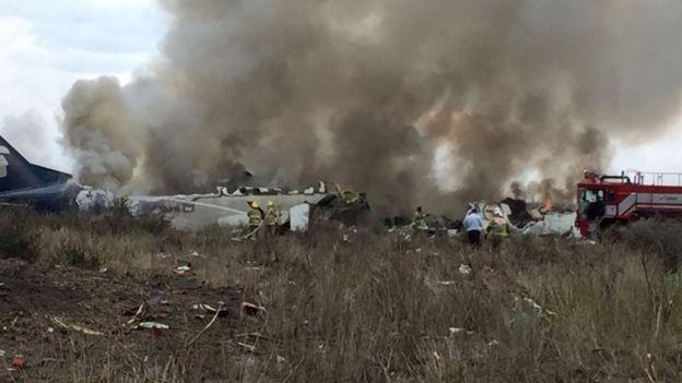 El avión cayó cerca de la pista del aeropuerto de Durango